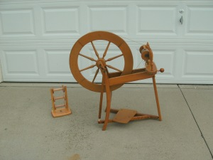 Aunt Caroline's Ashford Traditional Spinning Wheel