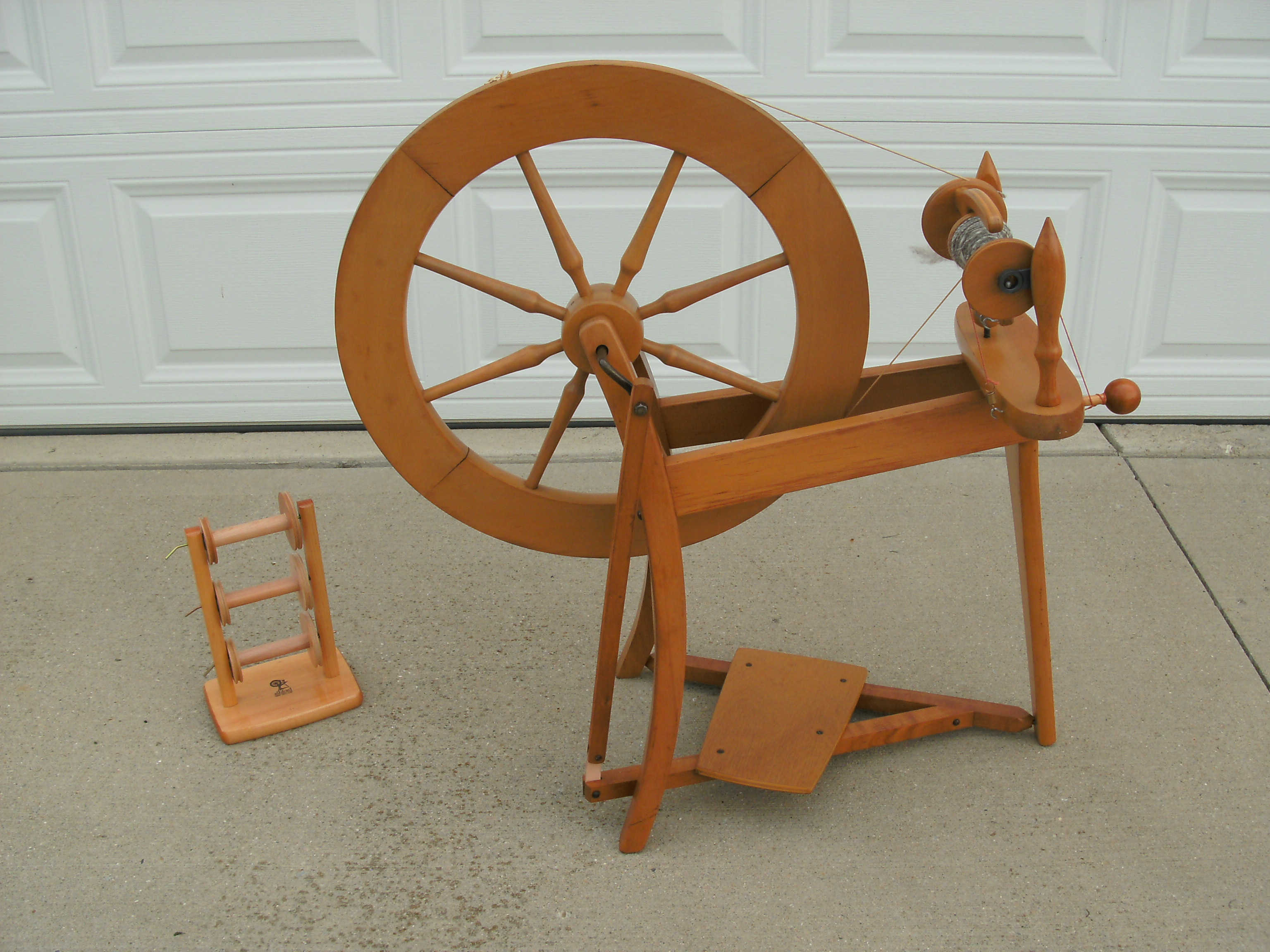 Ashford Traditional Spinning Wheel - Single Drive - Unfinished